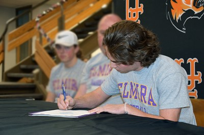 Baseball player commits to Elmira College