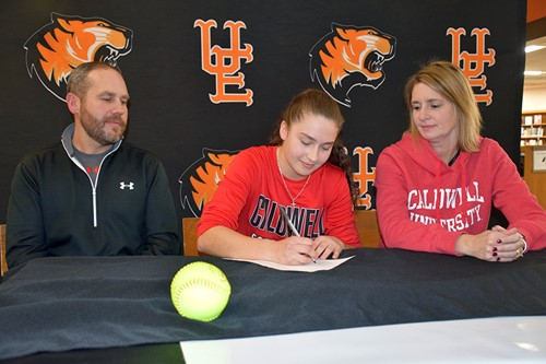 Taylor signs her NLI.