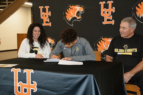 Andre signing NLI