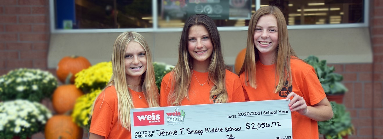 JFS students accept a donation from Weis.